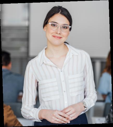 kobieta nauczyciel przygotowująca do matury międzynarodowej i polskiej